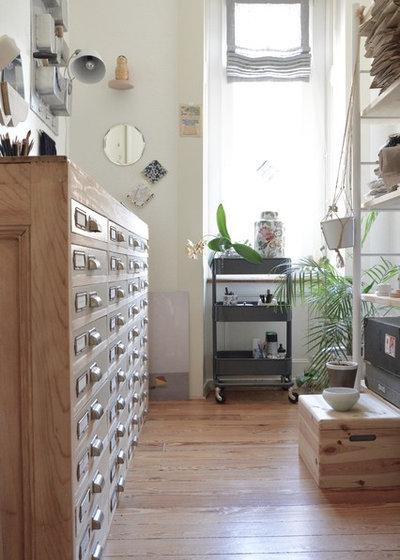 エクレクティック ホームオフィス・仕事部屋 by C'est du beau