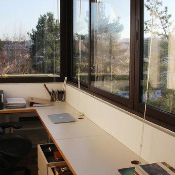 Balcon transformé en espace de travail