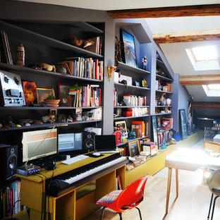 Cette photo montre un bureau tendance de type studio.