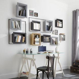 Réalisation d'un bureau design de taille moyenne avec un mur blanc, aucune cheminée, un bureau indépendant et béton au sol.