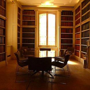 Cette image montre un bureau design avec un mur blanc, un sol en carreau de terre cuite, un bureau indépendant et un sol marron.