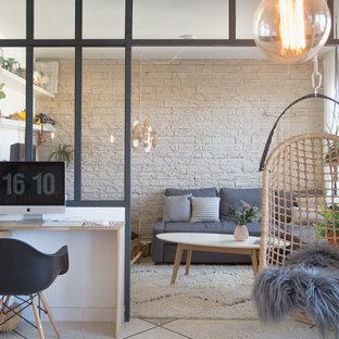 モンペリエの中サイズのエクレクティックスタイルのおしゃれな書斎 (白い壁、セラミックタイルの床、暖炉なし、造り付け机) の写真