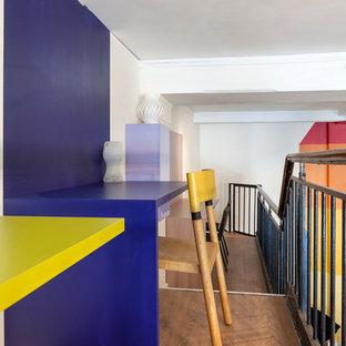 Esempio di un ampio ufficio design con pareti blu, parquet scuro e scrivania incassata