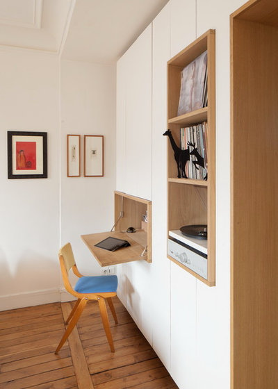 Modern Home Office & Library by bkbs