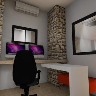 ニースの小さいインダストリアルスタイルのおしゃれなホームオフィス・書斎 (白い壁、ラミネートの床、ベージュの床) の写真