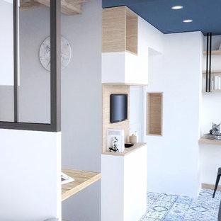 Réalisation d'un bureau nordique de taille moyenne avec un mur blanc, un sol en carrelage de céramique, aucune cheminée, un bureau intégré et un sol bleu.