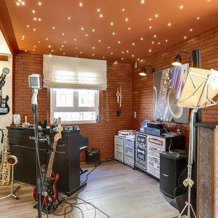 Ispirazione per un grande studio minimal con pareti arancioni, pavimento con piastrelle in ceramica e pavimento beige