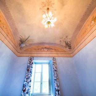 Diseño de dormitorio principal y panelado, campestre, pequeño, panelado, con paredes grises, suelo de ladrillo, suelo naranja y panelado