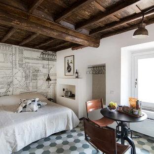 Foto de dormitorio principal, urbano, de tamaño medio, con paredes blancas, suelo de baldosas de porcelana y suelo verde