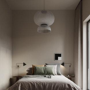 Modelo de dormitorio principal, actual, pequeño, con paredes beige, suelo de cemento, chimenea de doble cara, marco de chimenea de hormigón y suelo beige