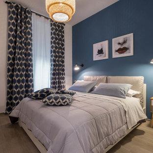 Camera da letto contemporanea con pareti blu - Foto e Idee per Arredare