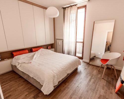 Camera da letto moderna con pavimento in legno massello for Foto camere da letto moderne