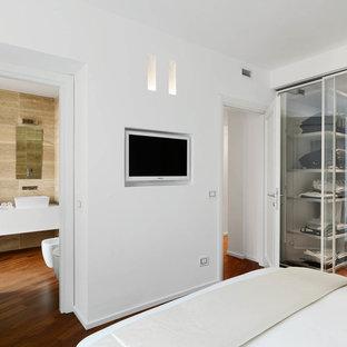 Camera da letto con parquet scuro Italia - Design, Foto e ...