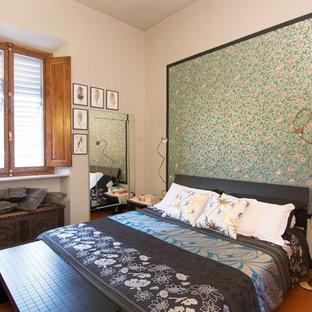 Ejemplo de dormitorio principal, de estilo zen, de tamaño medio, sin chimenea, con paredes verdes, suelo de baldosas de terracota y suelo naranja