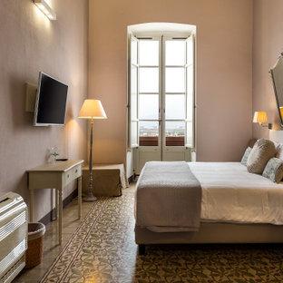 Ejemplo de habitación de invitados boiserie, tradicional, de tamaño medio, con paredes beige, suelo de baldosas de terracota, suelo marrón y boiserie
