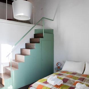 Immagine di una camera da letto minimal con pareti bianche