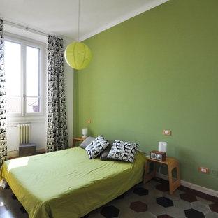 ミラノのコンテンポラリースタイルのおしゃれな客用寝室 (緑の壁、暖炉なし) のレイアウト