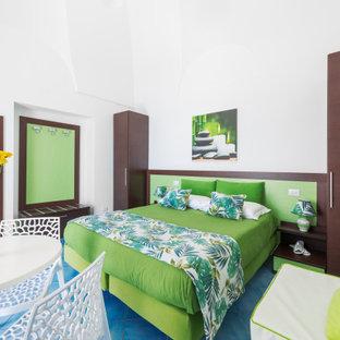 Foto de dormitorio principal y abovedado, moderno, de tamaño medio, con paredes blancas, suelo de baldosas de porcelana y suelo turquesa
