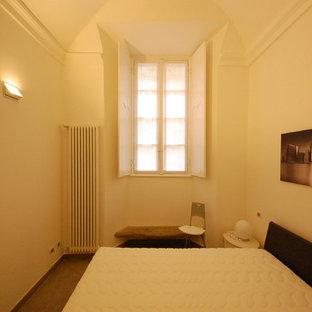 Foto de dormitorio principal, bohemio, de tamaño medio, con paredes blancas y suelo de baldosas de porcelana