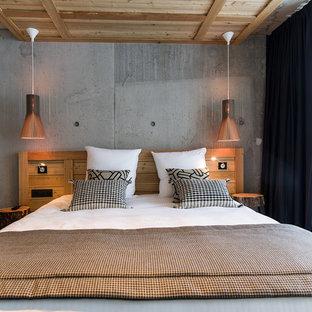 Idées déco pour une chambre montagne avec un mur gris.