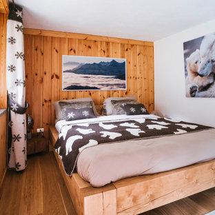 Ispirazione per una camera da letto stile rurale