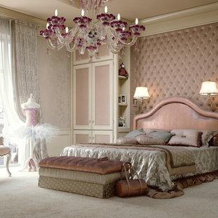 Aménagement d'une chambre avec moquette classique avec un sol beige.