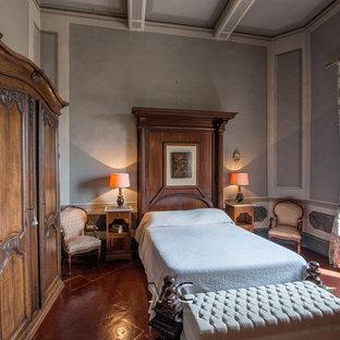 Esempio di una camera da letto tradizionale