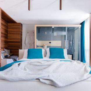 Ejemplo de dormitorio principal, mediterráneo, de tamaño medio, con suelo de baldosas de cerámica y suelo beige