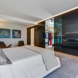 Modelo de armario y vestidor moderno, grande, con suelo de madera pintada