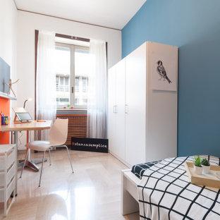 Diseño de habitación de invitados actual, pequeña, con paredes multicolor, suelo de mármol y suelo beige