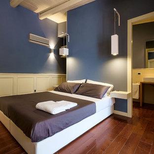 Camera da letto con parquet scuro e pareti blu - Foto e Idee per ...