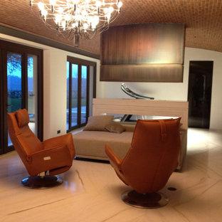 Ejemplo de habitación de invitados rústica, de tamaño medio, con suelo de mármol