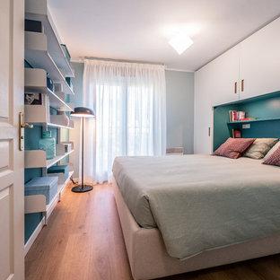 Ejemplo de dormitorio principal, contemporáneo, pequeño, con paredes verdes y suelo de linóleo