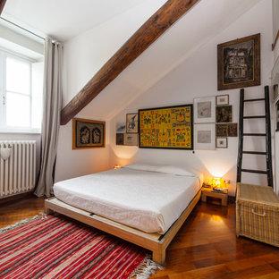 Camera da letto eclettica con parquet scuro - Foto e Idee per Arredare
