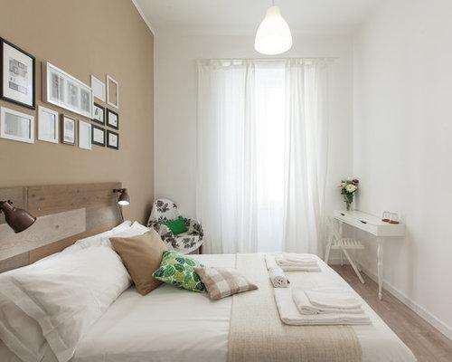 Camere Shabby Chic Foto : Shabby chic style bedroom with medium hardwood flooring design