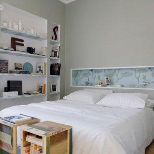 Modelo de dormitorio escandinavo con paredes amarillas