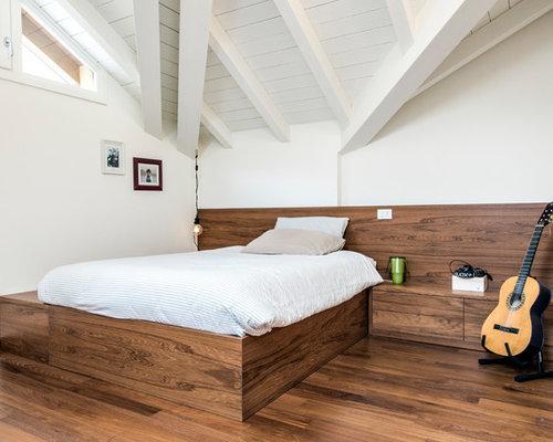 Camera da letto al mare con parquet scuro - Foto e Idee per Arredare