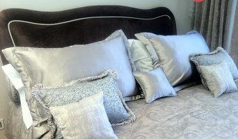 letto imbottito in tessuto coordinato con copriletto e cuscinerie