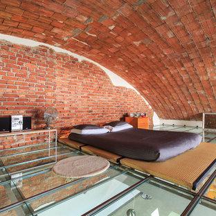 На фото: большая спальня на антресоли в стиле лофт с красными стенами