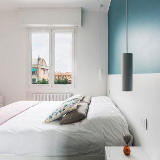 Foto di una piccola camera matrimoniale minimal con pareti blu