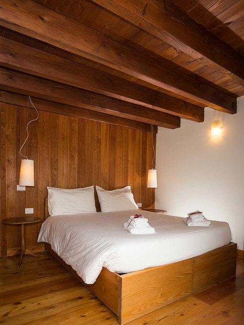 Foto e idee per camere da letto camera da letto in montagna - Camere da letto in legno rustico ...