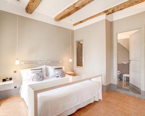 Camera da letto con pareti beige - Foto e Idee per Arredare