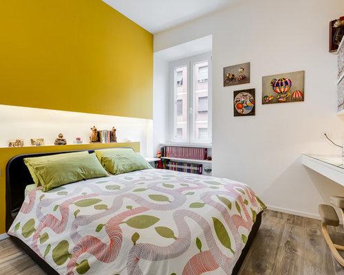Camera da letto contemporanea con pareti gialle - Foto e Idee per ...