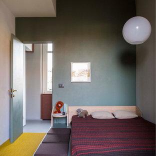 Ispirazione per una camera matrimoniale minimalista di medie dimensioni con pareti verdi e moquette