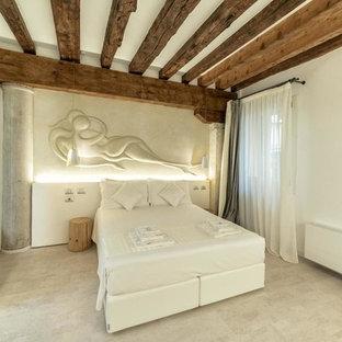 Esempio di una camera matrimoniale design di medie dimensioni con pareti bianche, pavimento in sughero e pavimento bianco
