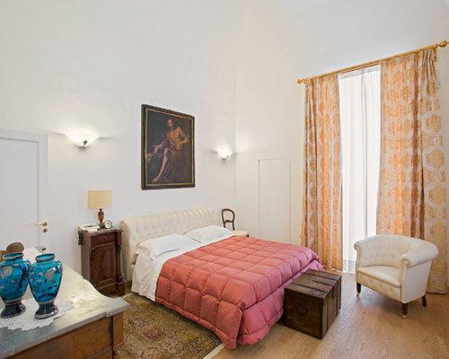 Camera da letto classica con parquet chiaro - Foto e Idee per Arredare