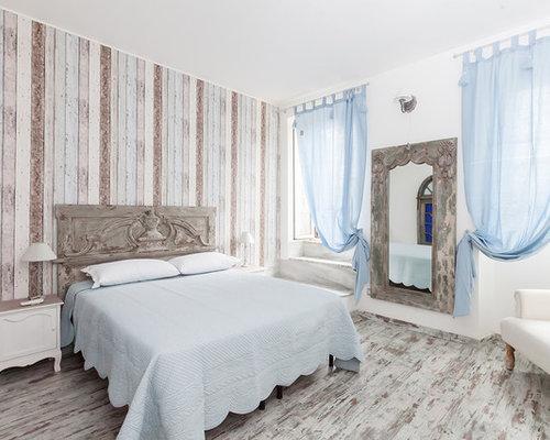 camera da letto shabby-chic style con pareti multicolore - foto e ... - Camera Da Letto Stile Shabby Chic