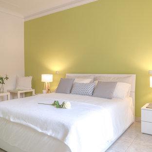 Modelo de dormitorio escandinavo con paredes verdes