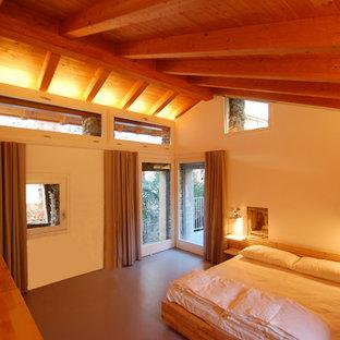 Imagen de dormitorio principal, actual, de tamaño medio, con paredes blancas, suelo de cemento y suelo gris