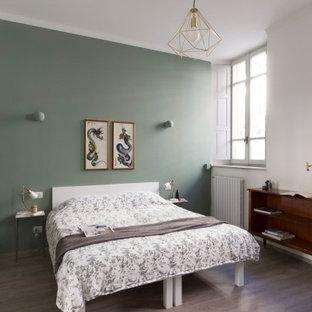 Esempio di una grande camera matrimoniale design con pareti verdi, pavimento in linoleum e pavimento grigio